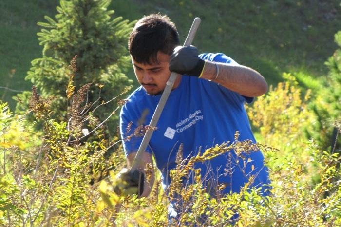 Volunteer Yardwork at Ruddy-Shenkman Hospice in Ottawa
